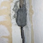 Нашлепка из гипса в углу, символизирует маяк