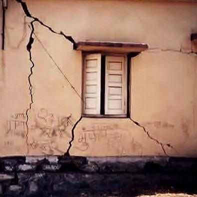 Трещины землетрясение 1