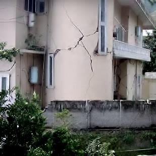 Трещины землетрясение 2