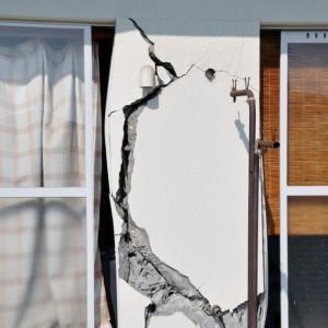 Трещины землетрясение 4
